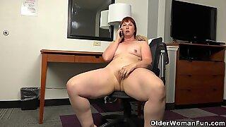 American BBW milf Scarlett has phone sex in office