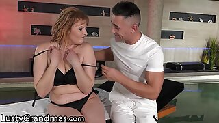 Hot GILF Gets Fingered And Pounded During Her Massage